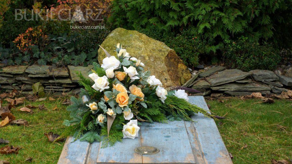 Stroik z kwiatów sztucznych