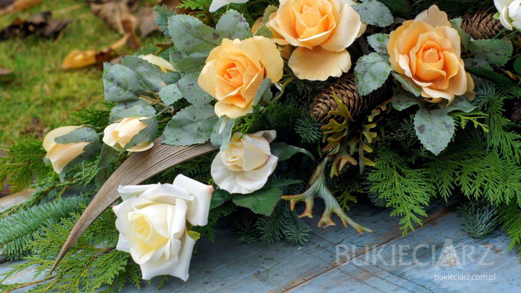 Kompozycja nagrobka z kwiatów sztucznych